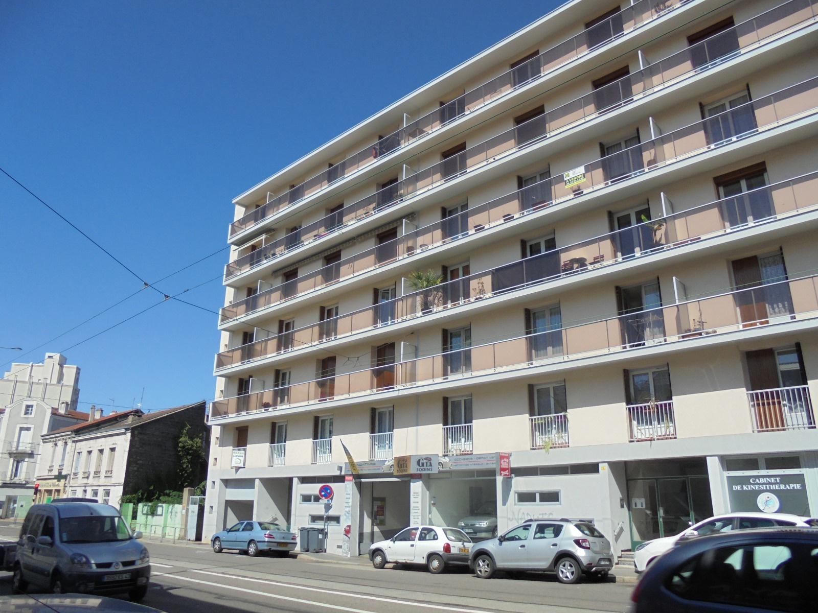 Location f2 3 avenue de rochetaill e for Garage tardy saint etienne