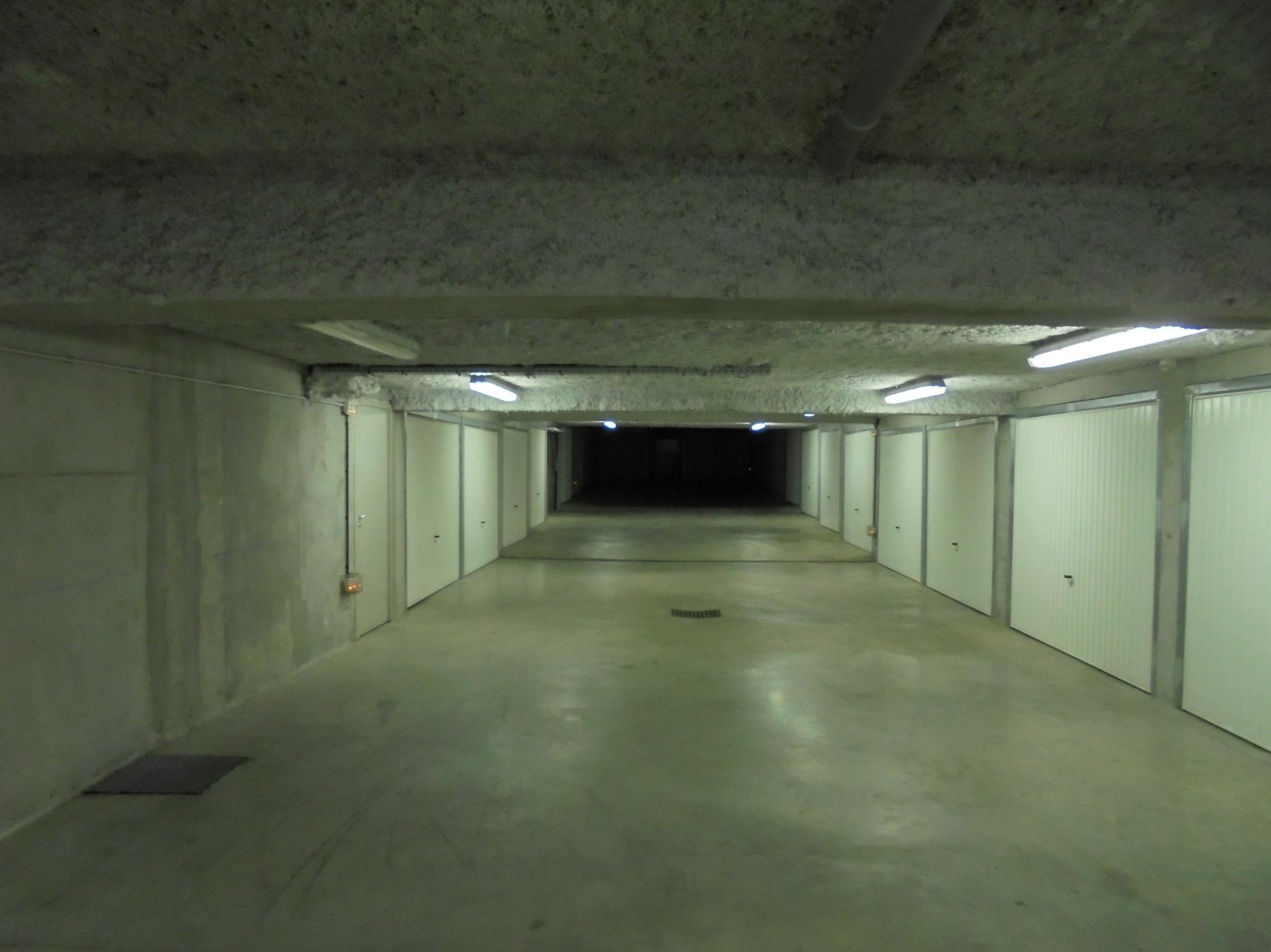 Vente garage andrezieux boutheon for Garage tardy saint etienne